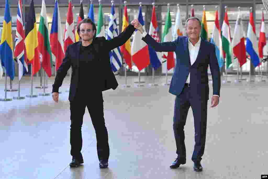 دیدار «بونو» خواننده گروه موسیقی«یوتو» بادونالد تاسک، رئیس شورای اتحادیه اروپا در بروکسل