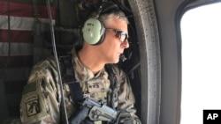 Arhiva - Američki armijski general Stefen Taunsend tokom ture severno od Bagdana, Irak, 8. febraura 2017. Taunsend veruje da je lider Islamske države,, Abu Bakr al-Bagdadi i dalje živ.