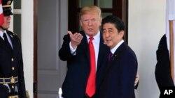 Tổng thống Mỹ Donald Trump (trái) và Thủ tướng Nhật Bản Shinzo Abe.