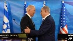ABD Başkan Yardımcısı Joe Biden ve İsrail Başbakanı Benyamin Netanyahu tokalaşırken, 9 Mart 2016.