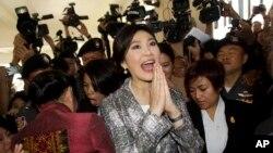 Cựu Thủ tướng Thái Lan Yingluck Shinawatra rời khỏi Trụ sở Quốc hội ở Bangkok, Thái Lan, ngày 22/1/2015.