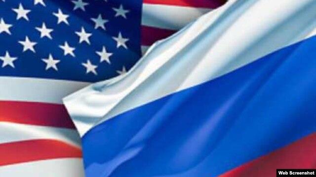 미국 성조기(왼쪽)과 러시아 국기. (자료사진)