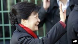 South Korea's presidential candidate Park Geun-hye of the ruling Saenuri Party waves to her supporters upon her arrival to cast her ballot for the presidential election at a polling station in Seoul, December 19, 2012.