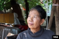 Ou Ran, 60, who has been collecting recyclable scraps for five years, says she struggles to make enough money to pay for her living expenses during the COVID-19 era, Phnom Penh, Cambodia, April 22, 2020. (Phorn Bopha/VOA Khmer)
