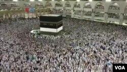 Kebijakan Pemerintah Arab Saudi menghentikan sementara kegiatan umrah untuk mencegah penyebaran virus korona diprediksi merugikan biro-biro perjalanan Indonesia hingga triliunan rupiah. (Foto: ilustrasi).