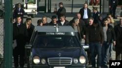 Organizohet ceremonia mortore e Aleks Nikajt