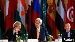 Državni sekretar SAD Džon Keri (centar), italijanski šef diplomatije Paolo Đentolini i spec. izaslanik UN-a za Libiju Martin Kobler, Beč 16. maj 2016.