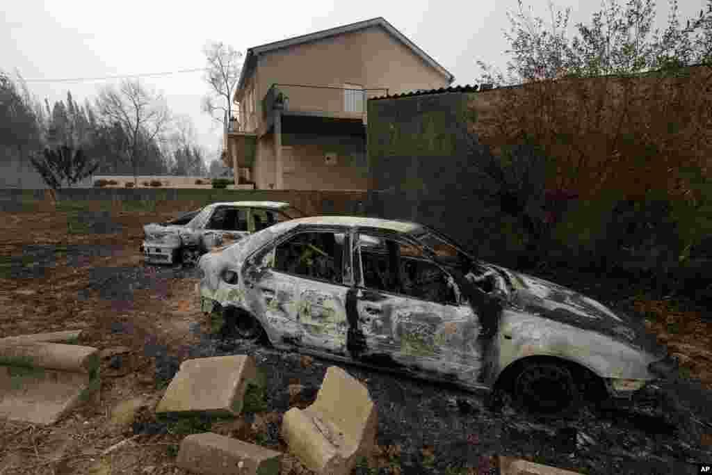 ماشینی که بر اثر آتش سوزی در پرتغال کاملا سوخته است، در این آتش سوزی دستکم ۲۷ نفر کشته شده اند.