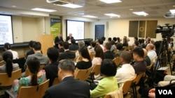 楊念祖在史汀生中心演說 (美國之音海彥拍攝)
