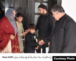 وزیر اعلی بلوچستان کالعدم بلوچ گروپ کے ایک راہنما کے ایل خانہ کے ساتھ