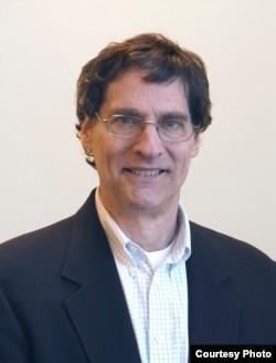 密苏里州华盛顿大学法学院教授史蒂芬•勒格姆斯基
