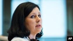 Vera Jourová, Commissaire de l'Union européenne pour la justice, les consommateurs et l'égalité des genres parle lors d'une audition à la commission de la justice au Parlement européen à Bruxelles, 1 octobre 2014. (AP Photo / Geert Vanden Wijngaert)