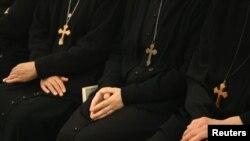 希腊东正教修女合手祈祷