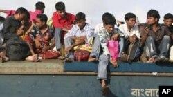 ہر سال بنگلہ دیشی عید کی چھٹیاں منانے اپنے اپنے آبائی شہر اور گاؤں جا تے ہیں