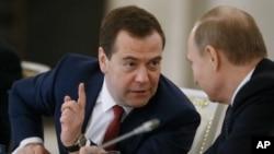 Medvedev u razgovoru sa predsednikom Rusije Vladimirom Putinom