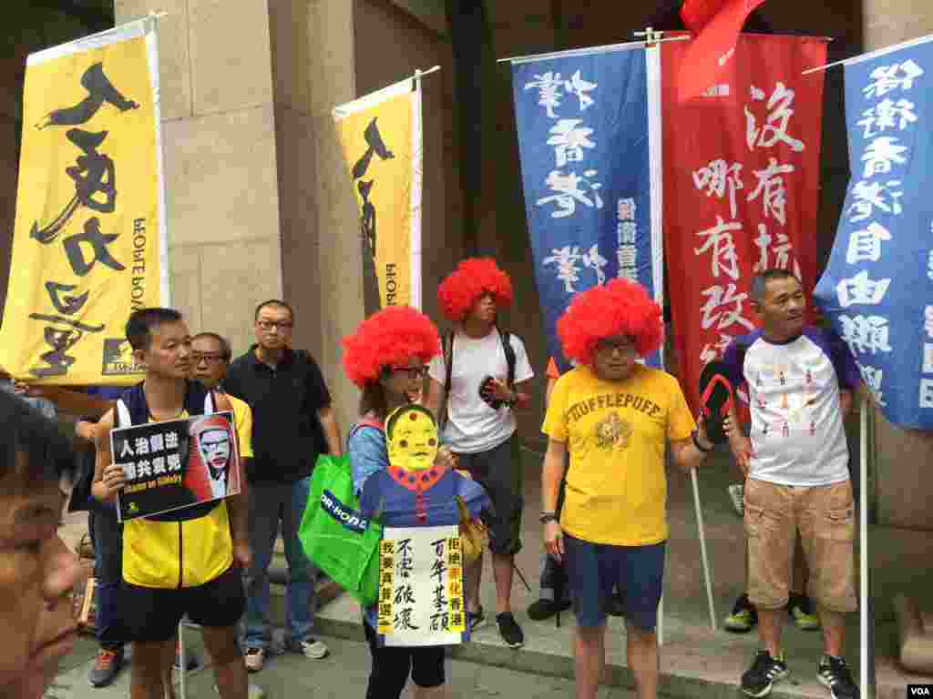 香港多个团体9月3日游行抗议政治检控抗争者。 (美国之音记者海彦拍摄)