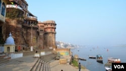 The Hindu holy city of Varanasi is one of the top priorities in a new $3 billion plan to revive the Ganges River. (A. Pasricha for VOA)