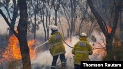 Firemen put out bushfire flames in Red Gully, Western Australia
