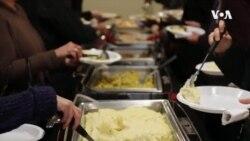 VOA英语视频:印第安纳大学感恩节大餐让留学生找到了家