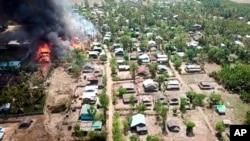 រូបឯកសារ៖ ភ្លើងឆេះនៅក្នុងភូមិ Let Kar ក្រុង Mrauk-U រដ្ឋ Rakhine ប្រទេសមីយ៉ាន់ម៉ា កាលពីថ្ងៃទី១៦ ខែឧសភា ឆ្នាំ២០២០។