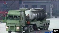 북한이 지난 10일 평양 김일성광장에서 열린 노동당 창건 75주년 열병식에서 '북극성-4ㅅ(시옷)' 잠수함발사탄도미사일(SLBM)을 공개했다.