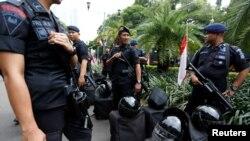 Brimob menjaga ketat kantor KPU di Jakarta, 21 Mei 2019.