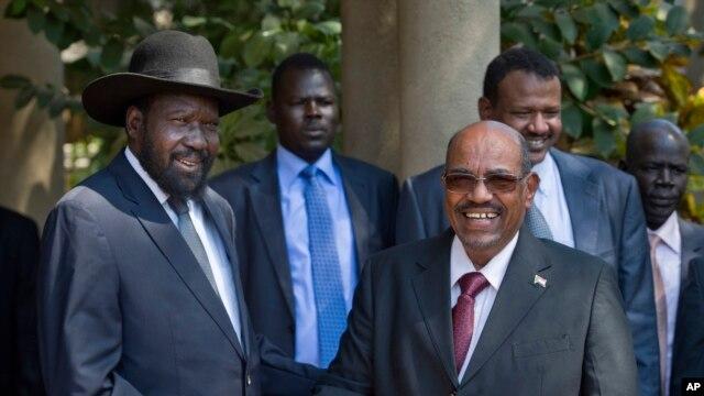 South Sudan's President Salva Kiir, left, meets with Sudan's President Omar al-Bashir, in the capital Juba, South Sudan, Jan. 6, 2014.