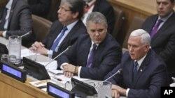 El presidente de Colombia, Iván Duque, (centro) escucha al vicepresidente de EE.UU., Mike Pence, durante una conferencia sobre migración regional y Venezuela en el marco de la Asamblea General de ONU el 25 de septiembre de 2018.