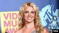 Britney Spears se recuperó de su crisis con su álbum 'Circus' en el 2008, que vendió más de 4 millones de copias en el mundo.
