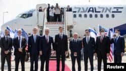 ကန္အရာရွိမ်ားကို အစၥေရးႏိုင္ငံ Tel Aviv ၿမိဳ႕ရွိ Ben Gurion ေလဆိပ္ကေန Abu Dhabi ကို မထြက္ခြာခင္ ေတြ႔ရတ့ဲ ျမင္ကြင္း။ (ၾသဂုတ္ ၃၁၊ ၂၀၂၀)