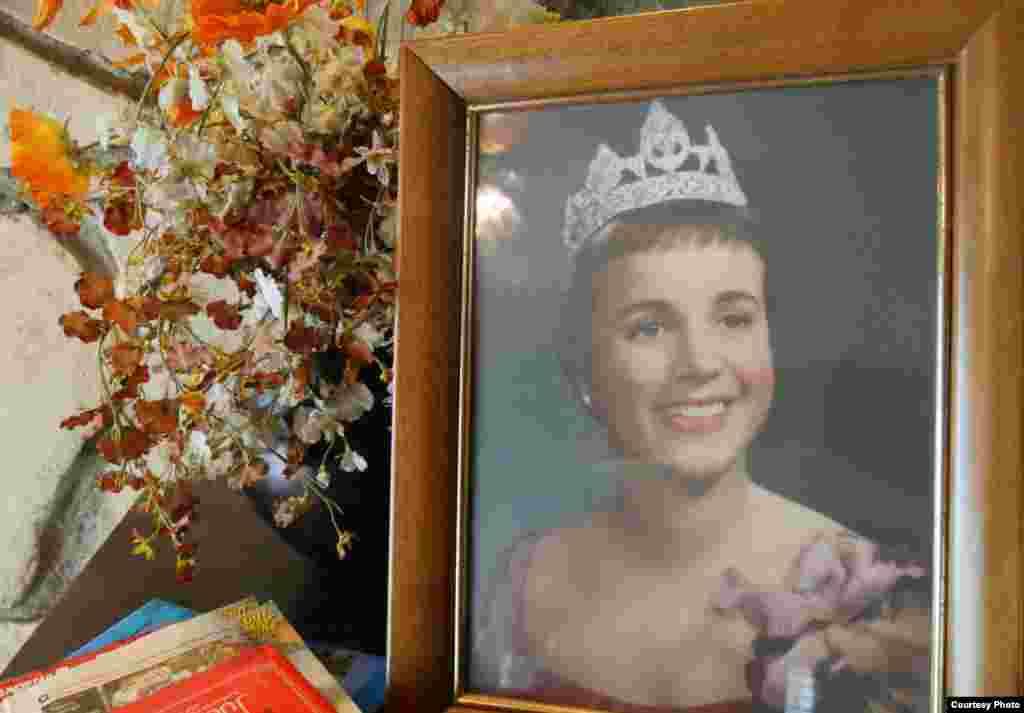 琼·威廉斯1958年当选帕萨迪纳市王冠小姐(威廉斯提供原照)