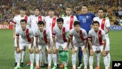 L'équipe chinoise pose avant le match de football en quart de finale de la Coupe d'Asie AFC contre l'Australie à Brisbane, en Australie, le 22 janvier 2015.