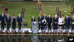 19일, 오클라호마 시티 연방 청사 테러 사건 20주기를 맞아, 빌 클린턴 전 대통령(왼쪽에서 네 번째) 등이 참석한 가운데, 희생자들을 추모하는 행사가 열렸다.