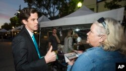 Marshall Tuck campaigns for education post in California