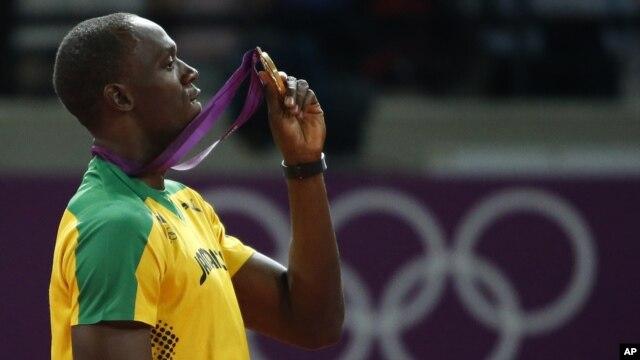 Pelari Jamaica Usain Bolt kembali menjadi favorit kuat Kejuaran Dunia Atletik nomor 100 dan 200 meter setelah dua pesaingnya gagal tes doping (foto: dok).