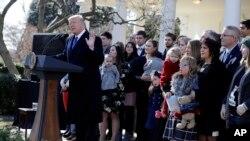 El presidente de EE.UU. Donald Trump habla a los participantes de la Marcha por la Vida, desde el Jardín de las Rosas de la Casa Blanca. Enero 19 de 2018.