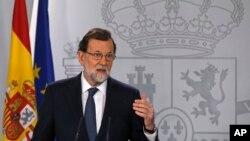 西班牙首相拉霍伊在西班牙马德里发表演讲(2017年10月11日)
