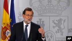 마리아노 라호이 스페인 총리가 11일 생방송 담화를 통해 카탈루냐 독립에 대한 입장을 밝히고 있다.