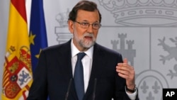 Perdana Menteri Spanyol Mariano Rajoy memberikan pernyataan di Madrid hari Rabu (11/10).