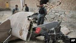 지난해 5월 아프가니스탄 카불 외곽에서 추락한 NATO 소속 터키군 헬리콥터. (자료사진)