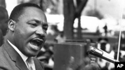 "Martin Luther King Jr. mu nama ""Southern Christian Leadership Conference"", ashikiriza ibihumbi vy'abantu ijambo ryiwe ""I Have a Dream"""