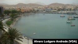 Mindelo, na ilha de S.Vicente, tremeu