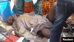 Des blessés sont installés dans un camp après une attaque sur un camp de déplacés à Rann, Nigeria, le 17 janvier 2017.