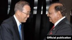 صدر ممنون حسین کی بان کی مون سے ملاقات کر رہے ہیں۔