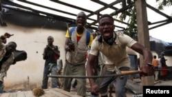Une mosquée prise d'assaut dans Bangui, 10 décembre 2013