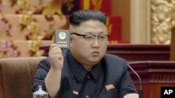 북한 최고인민회의 제13기 제5차 회의가 11일 평양 만수대의사당에서 진행됐다고 조선중앙TV가 보도했다. 김정은 북한 국무위원장이 회의를 주재하고 있다.