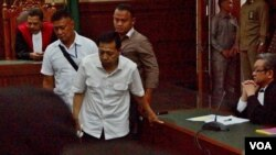 Pengadilan Tindak Pidana Korupsi menggelar sidang perdana Mantan Ketua DPR RI Setya Novanto dalam kasus korupsi proyek KTP-elektronik di Jakarta, Rabu 13 Desember 2017. (Foto: dok).