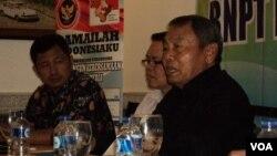 Kepala Badan Nasional Penanggulangan Terorisme (BNPT) Ansyaad Mbai (kanan). (VOA/Yudha Satriawan)