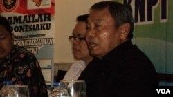 Mantan Kepala Badan Nasional Penanggulangan Terorisme (BNPT) Ansyaad Mbai (kanan). (VOA/Yudha Satriawan)