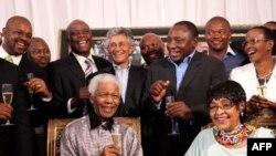 Sự kiện chính đánh dấu ngày này là việc diễn lại cảnh ông Mandela bước ra khỏi nhà tù Victor Verster trên đảo Robben